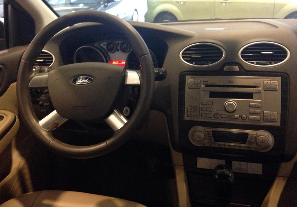 Focus sedan kho xe (10)