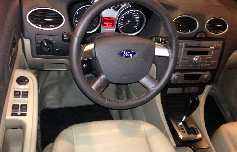 Focus sedan kho xe (3)