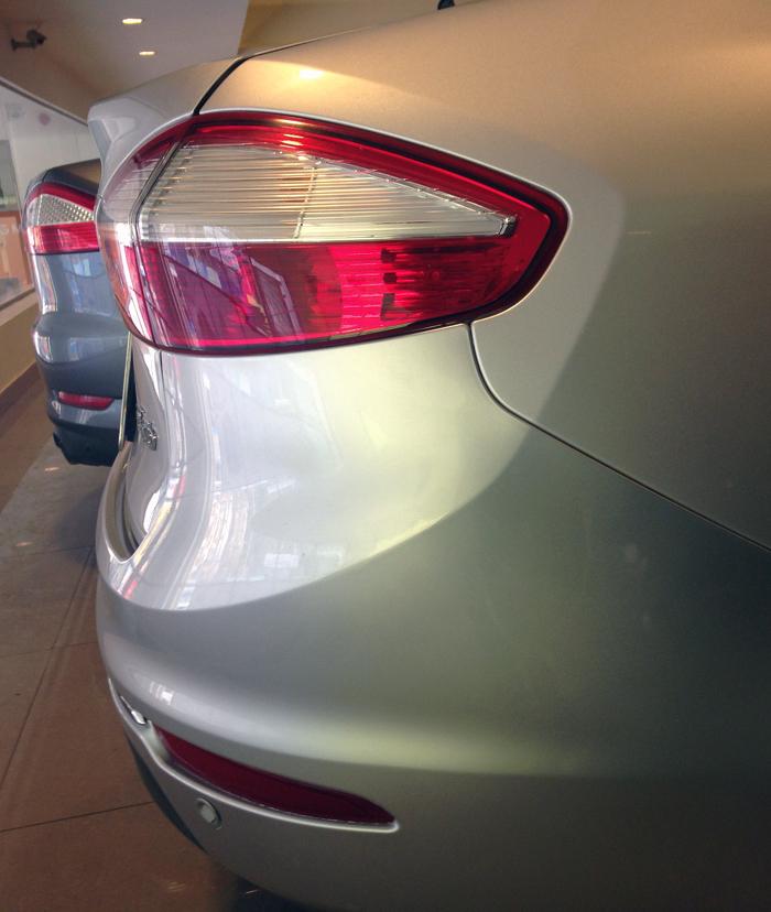 Fiesta titanium bac kho xe (10)