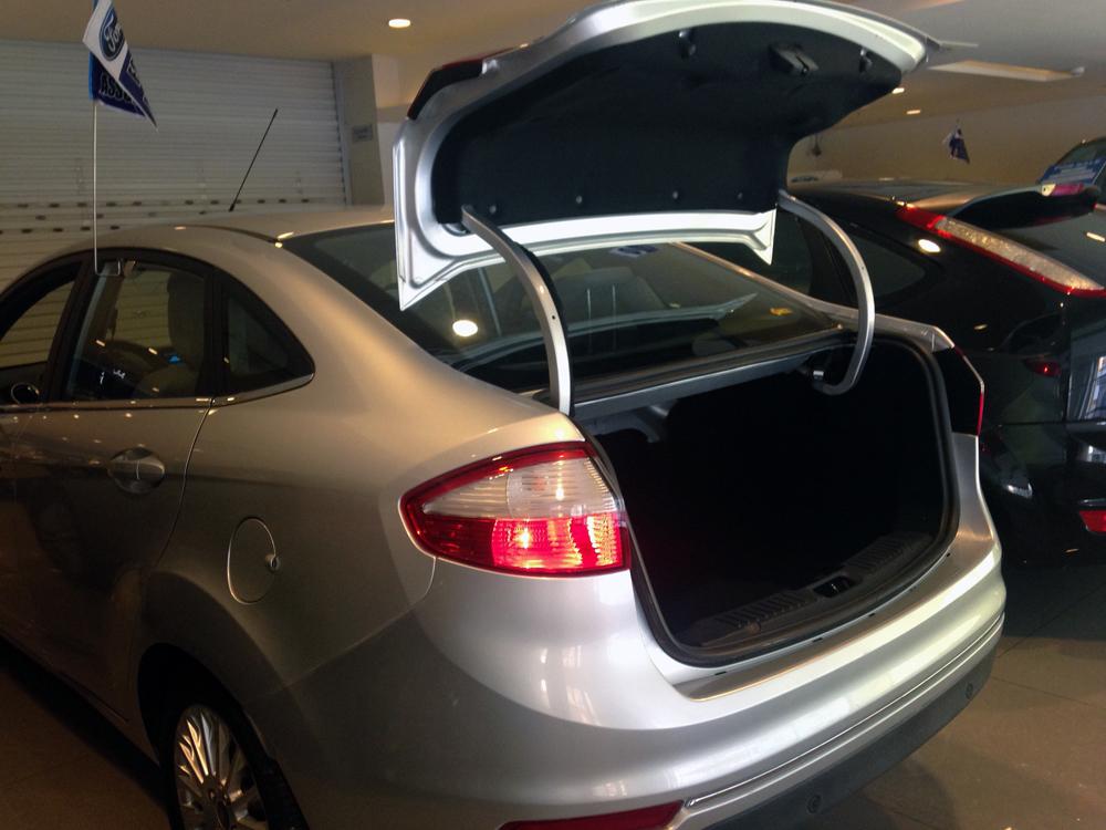 Fiesta titanium bac kho xe (12)