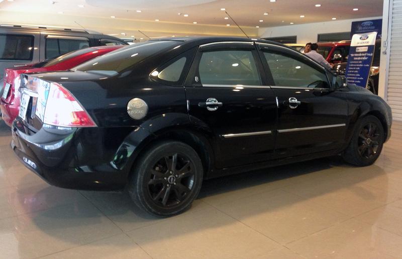 Focus sedan 2011 2.0 đen 51 (2)