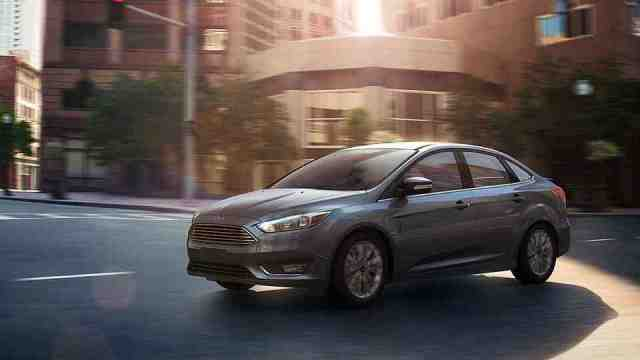 Ford-Focus-Titanium-Sedan-2016